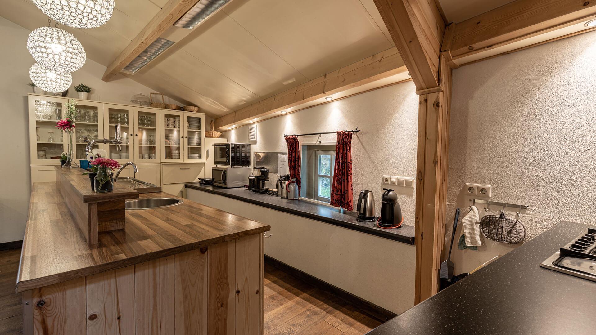 keuken in de accommodatie met vaatwasser